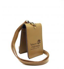 name tag pegawai telkom dengan bahan kulit sapi asli